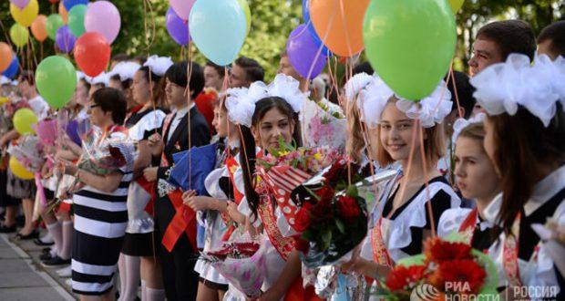 В Крыму школьники распрощались со школой. Многие - навсегда