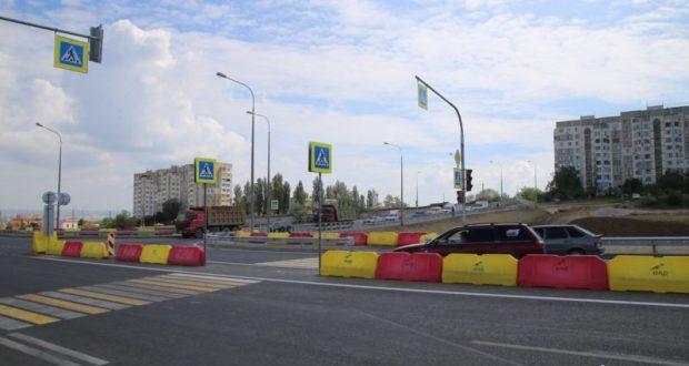 Первая поездка по новому путепроводу в Керчи, рядом с Крымским мостом, и первая авария