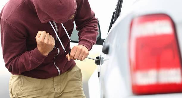 В Симферополе сотрудник автомастерской угнал машину, чтобы поехать отдохнуть