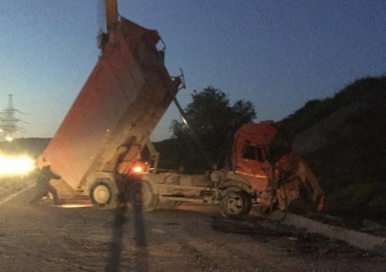 ДТП с КАМАЗом спровоцировало многокилометровые заторы под Севастополем