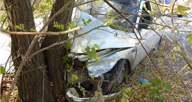 В Крыму ВАЗ врезался в дерево. Водитель погиб