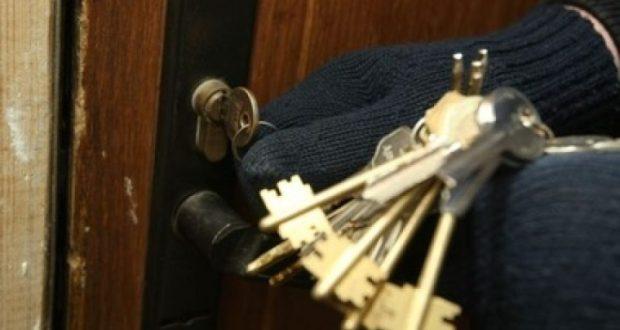 В Крыму два домушника обокрали... 25 квартир