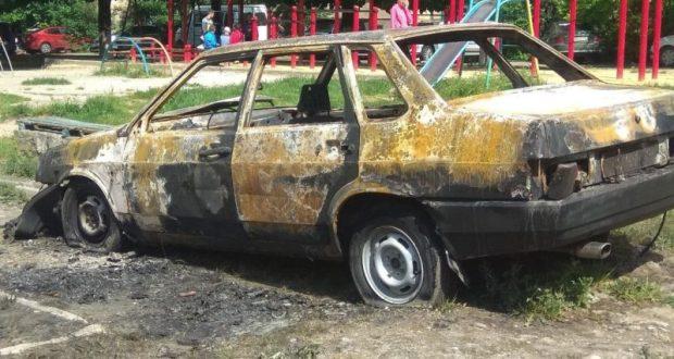 Ночью в Симферополе сгорел автомобиль