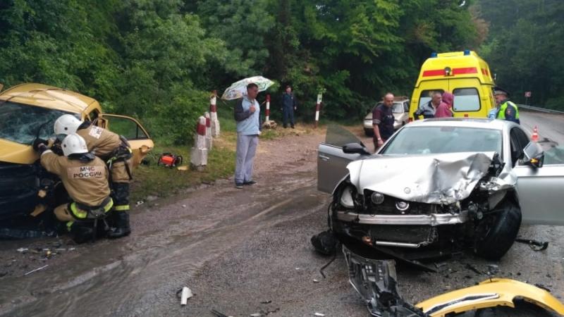 Спасатели, оперативно прибывшие на место ДТП в Ялте, подтверждают: виновник аварии хотел сбежать