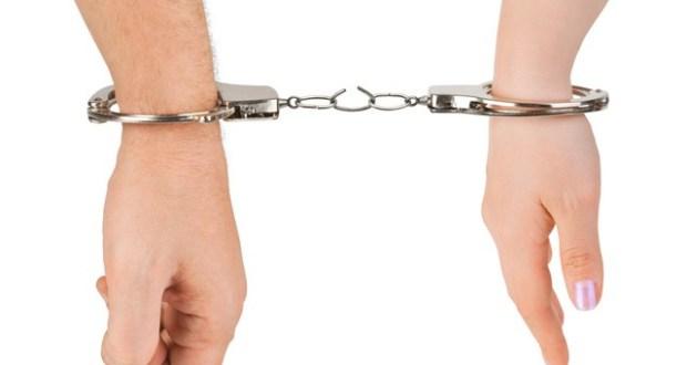 В Керчи девушка и парень избили и ограбили собутыльника