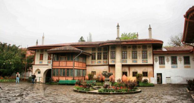 В этом году 55 объектов недвижимости Ханского дворца стали собственностью Республики Крым