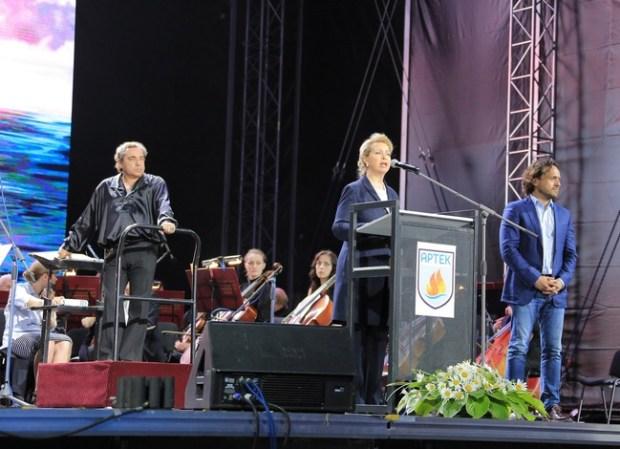Светлана Медведева возглавила в «Артеке» ратификацию Декларации «Дети за мир»