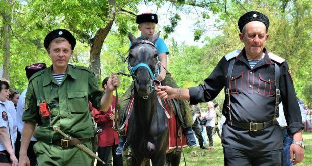 В центре Симферополя посвящали в казаки