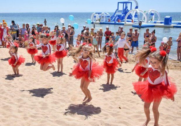 В Евпатории презентовали первый специализированный детский пляж