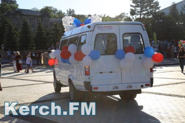 В Керчи в День России многодетной семье подарили «ГАЗель»