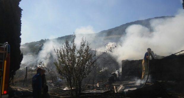 В поселке Никита под Ялтой полдня тушили пожар