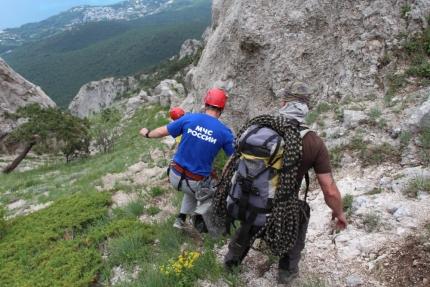 В горах Крыма заблудились пять человек. В том числе ребёнок и сборщица трав