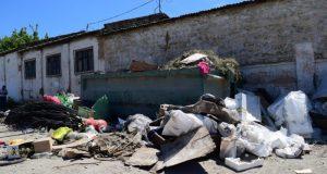 Власти Симферополя разыскивают горожан, выбрасывающих строймусор на контейнерные площадки