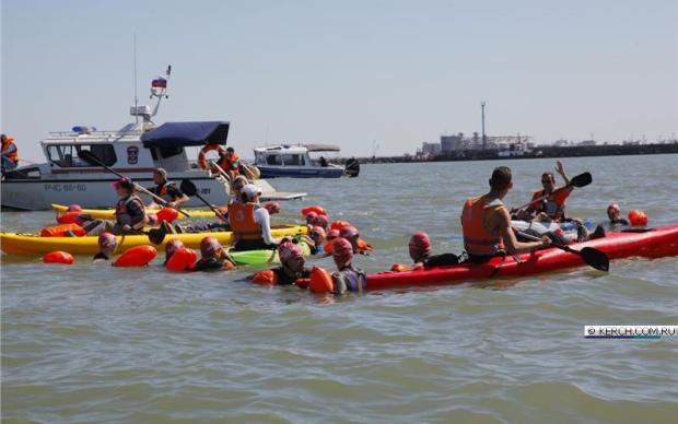 Массовый заплыв через Керченский пролив