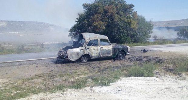 На крымской дороге загорелся «Москвич»