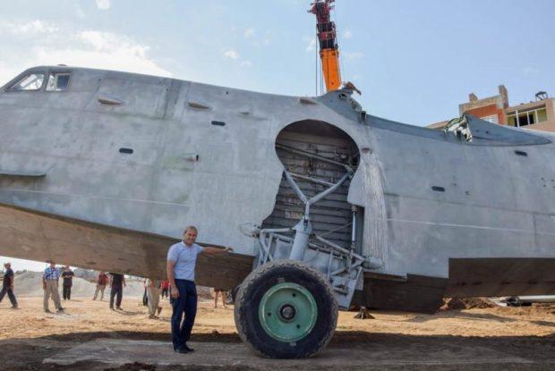 В Мирном, на западе Крыма устанавливают самолет-памятник