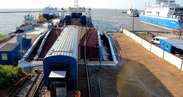 Керченская паромная переправа снова перевозит железнодорожные составы