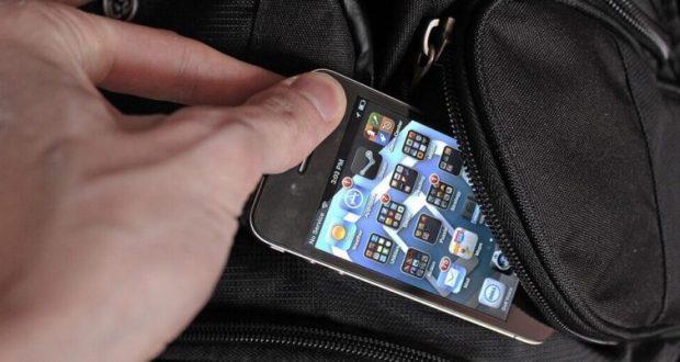 """Полиция Симферополя поймала карманника - """"спеца"""" по мобильным телефонам"""