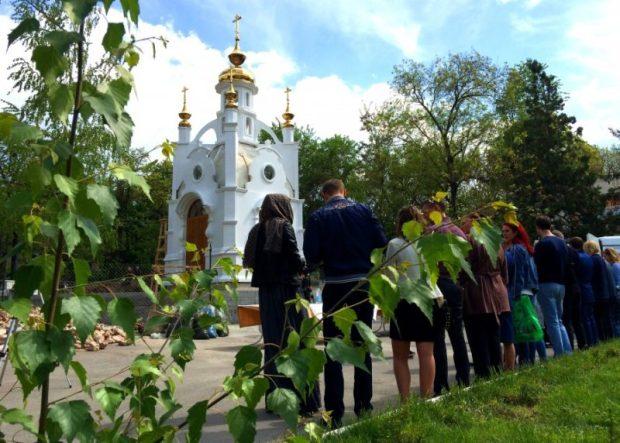 В Симферопольской часовне в честь святых Царственных страстотерпцев,