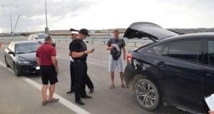 «Ловное место». Перед въездом на Крымский мост судебные приставы отлавливают должников