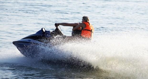 В Алуште в открытое море унесло пловца-любителя – не справился с волнами