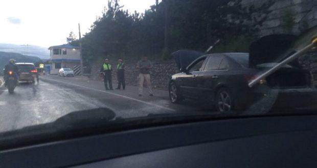 На трассе «Симферополь – Ялта» горел автомобиль