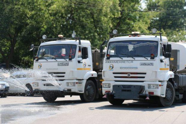 Улицы Севастополя поливают круглосуточно