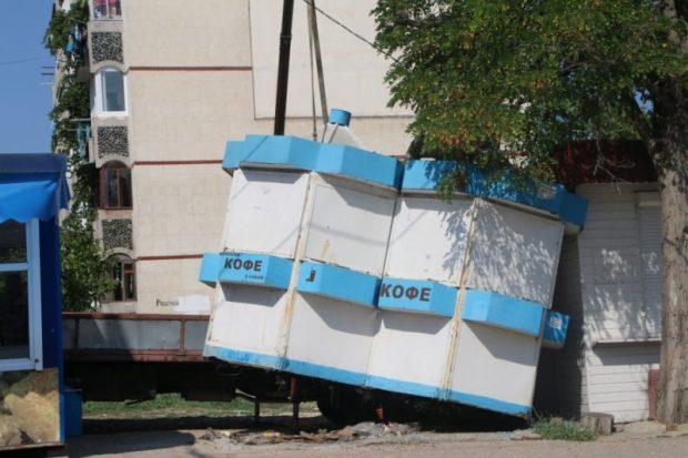 В Севастополе продолжили снос ларьков и киосков