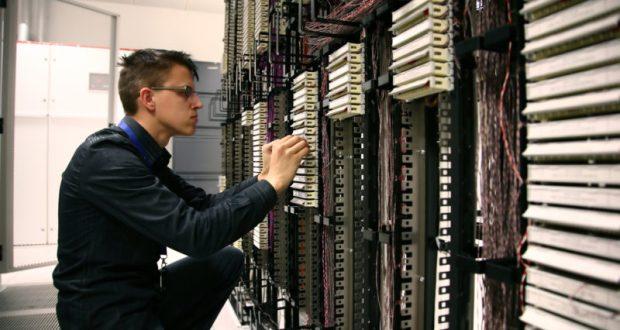 """В Севастополе мастера компьютерных дел оказывают услуги по """"божеским"""" ценам"""