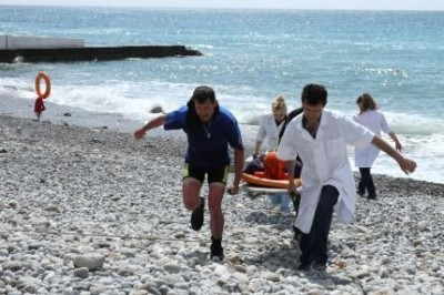 На пляже в крымском поселке Орджоникидзе спасли отдыхающую из Санкт-Петербурга