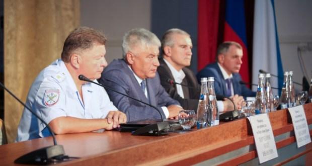 Владимир Колокольцев представил личному составу МВД по Республике Крым нового руководителя