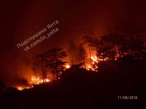 В Ялте собирают волонтёров - тушить пожар в урочище Уч-Кош. Помощь очень нужна!