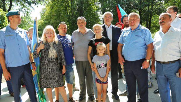 Сергей Аксёнов ушел в отпуск, но на месте не сидит