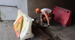 В Ялте коммунальщики привели в порядок ливневую канализацию возле реки Быстрая