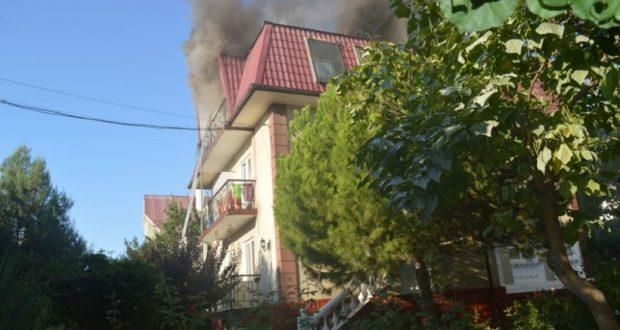Пожар в севастопольском СТ «Лаванда». В Учкуевке горел трехэтажный дом