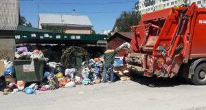 Власти Симферополя признают - ситуация с вывозом мусора остаётся тяжёлой