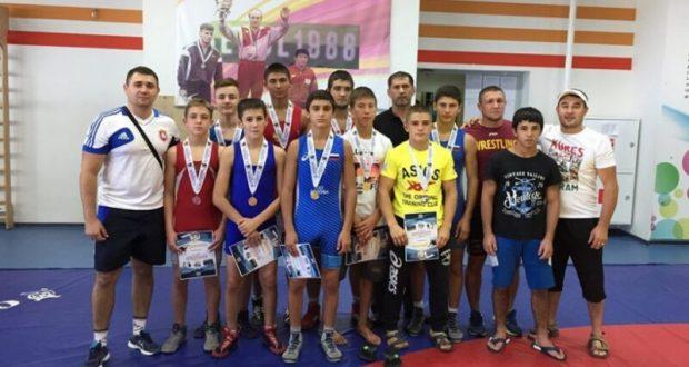Сборная Крыма завоевала 10 медалей на Всероссийском турнире по греко-римской борьбе