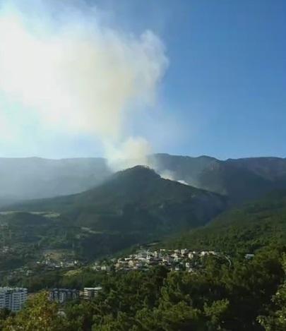 В горах над Ялтой – крупный лесной пожар