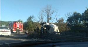 ДТП на трассе «Симферополь – Керчь». На выезде из Грушевки перевернулся грузовик