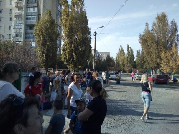 Детей вывозят из Армянска. Дворы города опустели