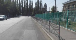 В Симферополе на 27 улицах установили пешеходные ограждения