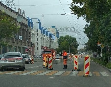 Улица Севастопольская в Симферополе «стоит» и будет «стоять» до конца года. Ищем объезды