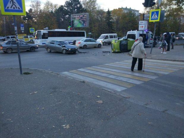 Два ДТП в Симферополе, которые стали причиной утренних пробок
