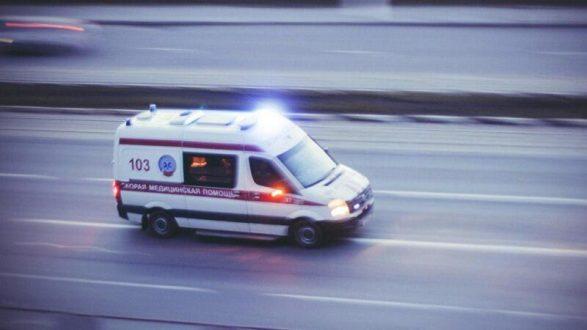 ДОПОЛНЕНО: На стационарном лечении в медицинских учреждениях Крыма находится 20 пострадавших в Керченском политехническом колледже. Так, один человек проходит лечение в Керченской городской больнице №1, 4 человека госпитализированы в Ленинскую центральную районную больницу, 15 человек получают лечение в Симферополе, в том числе 1 человек в Республиканской клинической больнице им. Н.А. Семашко, 8 – в Республиканской детской клинической больнице, 6 – в Симферопольской клинической больнице скорой медицинской помощи № 6. В другие регионы России госпитализировано 23 человека, из них 4 – в Центральную районную больницу Темрюкского района, 9 человек – в медицинские учреждения г. Краснодар и 10 человек направлены на лечение в Москву. Одна девушка остается в городской больнице Керчи, ее состояние средней степени тяжести. 4 человека – трое молодых людей и девушка с состоянием средней степени тяжести находятся в Ленинской центральной районной больнице. Еще один пострадавший – 18-летний молодой человек – проходит лечение в республиканской больнице им. Семашко – состояние средней степени тяжести. В Симферопольской клинической больнице скорой медицинской помощи №6 получают лечение 6 пострадавших. Пациентам от 18 до 28 лет. У них диагностированы травмы средней степени тяжести. Большая их часть будет выписана на амбулаторное лечение в течение ближайших 10-14 дней. Восемь детей (возраст от 15 до 17 лет, пятеро девушек и трое юношей) были госпитализированы в республиканскую детскую клиническую больницу в Симферополе. Все они были прооперированы. Состояние трех детей остается тяжелым, пятерых – средней степени тяжести, - сообщает пресс-служба минздрава РК.