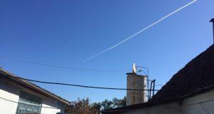 Очередной хлопок в небе над Симферополем. Точно, самолет