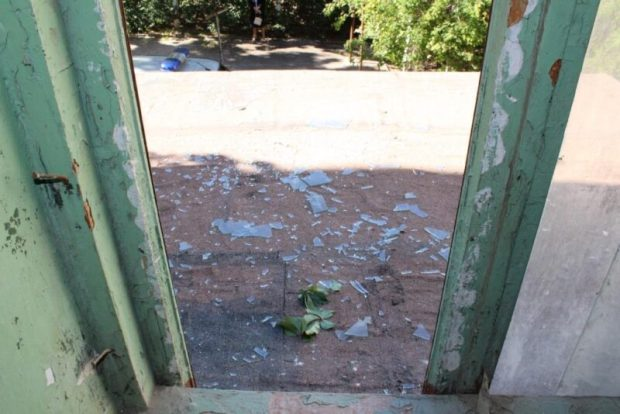 В Севастополе, из окна подъезда выпал маленький мальчик