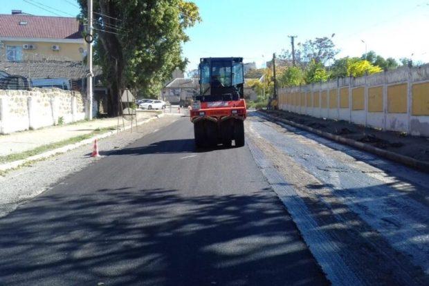 В Симферополе продолжается не только капремонт улиц, но и текущий, ямочный ремонт дорог