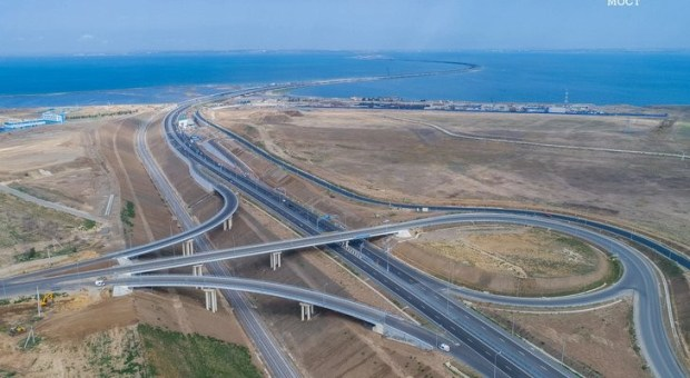 Крымский мост к зиме готов