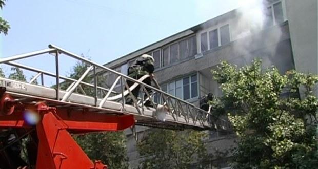 В Севастополе на пожаре спасли 6 погорельцев, еще 16 человек эвакуированы
