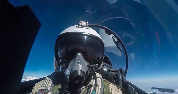 У границ РФ, в небе над Черным морем истребитель Су-27 перехватил самолет-разведчик ВМС США